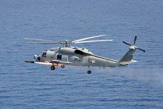 Helikopter MH-60R Tembakkan  Rudal AGM-114N Hellfire