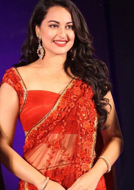 Sonakshi Sinha Looking Hot in Saree