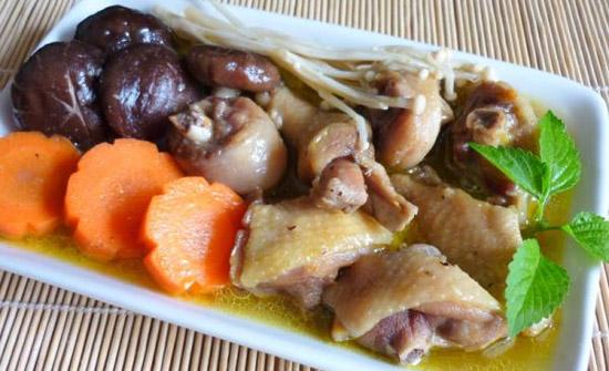 Thịt gà xào nấm hương