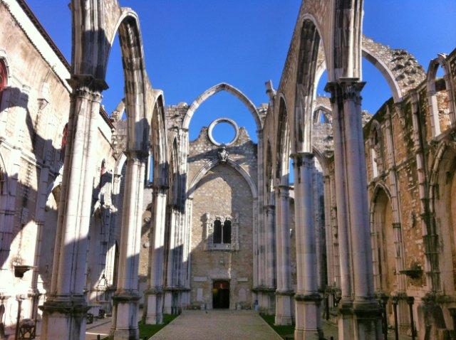 chiesa-del-carmo-lisbona-poracci-in-viaggio