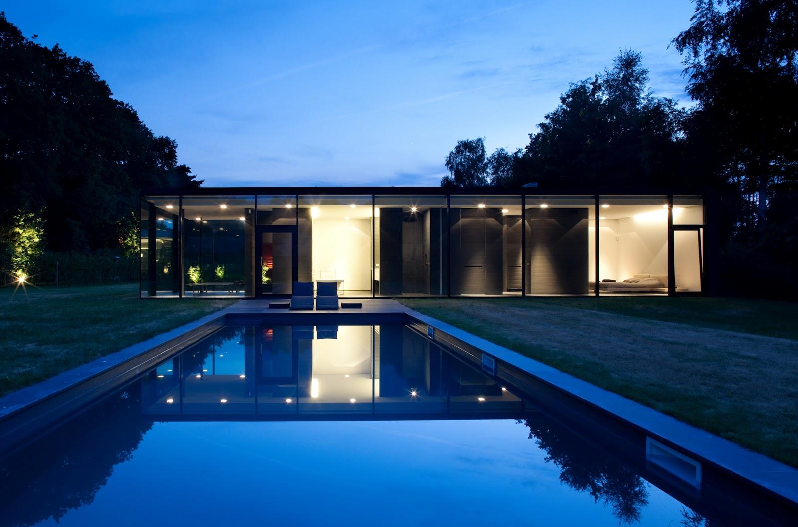 Minimalist Glass House: Ultra Modern Glass House Architecture