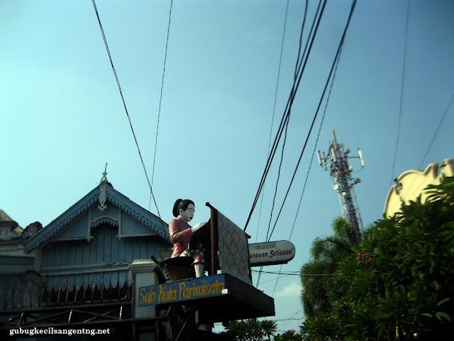 patung batik