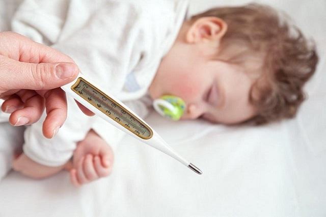Những dấu hiệu trẻ bị biến chứng sau tiêm vắc-xin các mẹ nên chú ý không sẽ gây nguy hiểm cho con