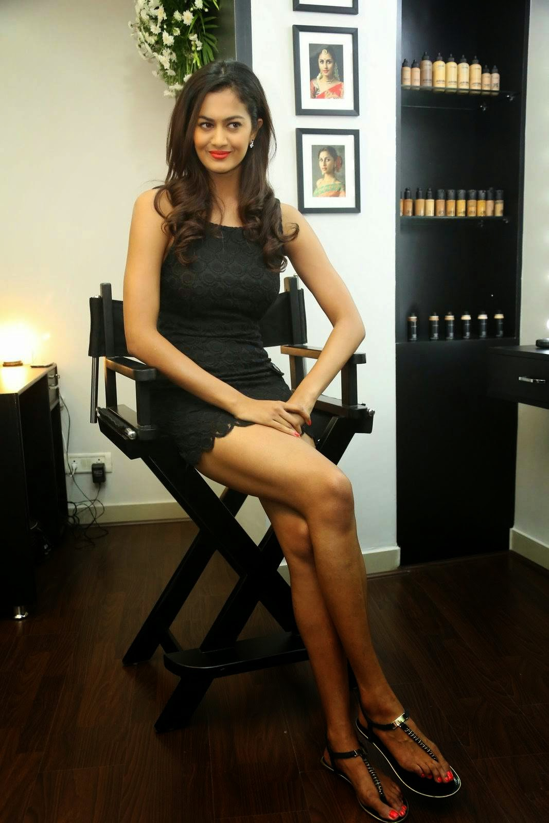 Shubra Aiyappa images, Shubra Aiyappa Hot Legs & thighs images in Short black Dress