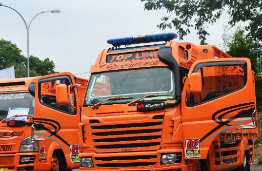 modifikasi kabin truk canter sakera