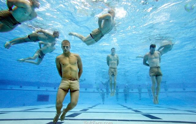 Demostración de técnica de natación y flotabilidad con manos y pies atados AGUA%2BSupervivencia%2B002