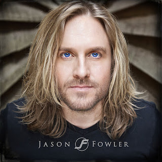Cântărețul de muzică rock, Jason Fowler, imagine preluată de pe site-ul jasonfowlermusic.com