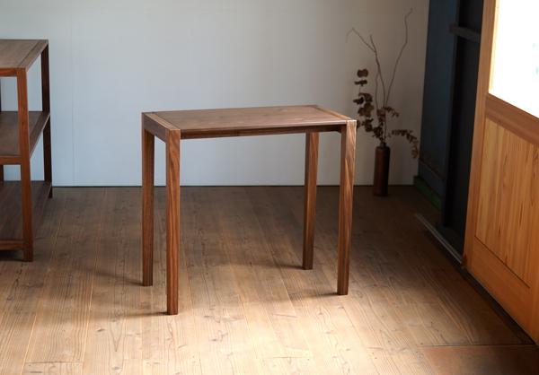 ウォルナット無垢の木のテーブル