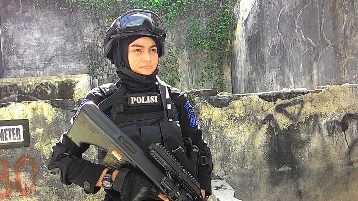 Polisi wanita Aceh bertudung cantik