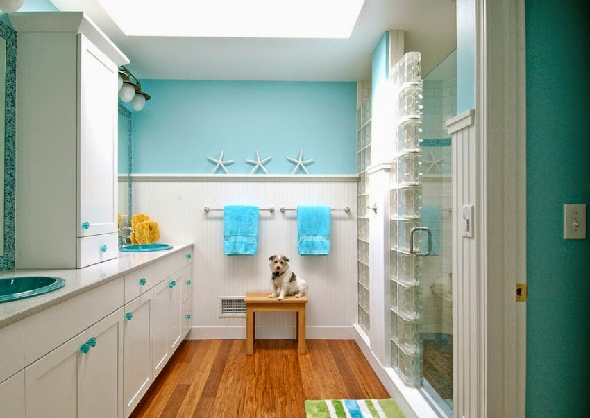 What color to paint a small bathroom to make it look - Colors to make room bigger ...
