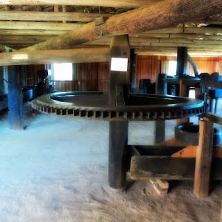 Réplica de Antigo Engenho para Fabricação  de Farinha de Mandioca, no MALO, Orleans