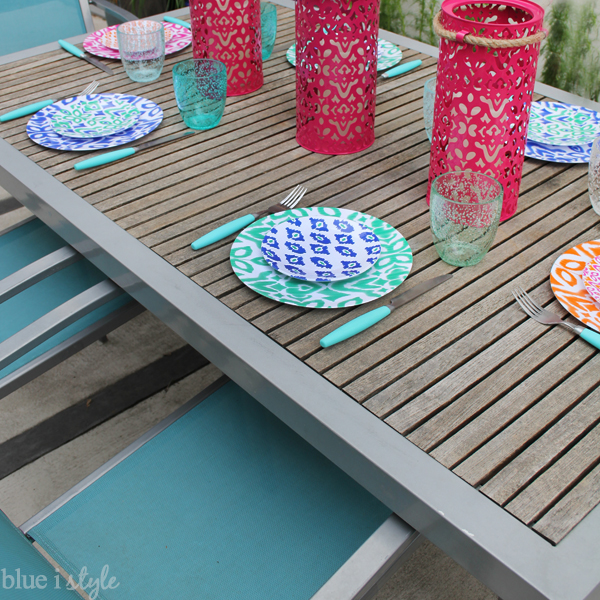 Ikat outdoor plates