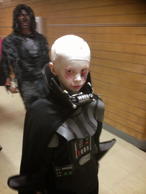 child cosplay vader no helmet