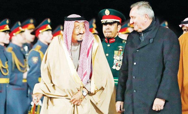 Em reunião histórica, Vladimir Putin recebe rei da Arábia Saudita.
