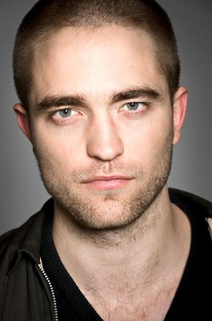 Foto de Robert Pattinson casi sin pelo o cabello