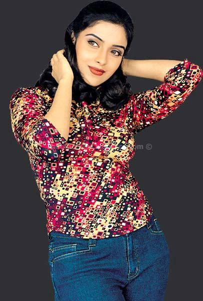 Asin Hot And Sexy Photos - Hot 4 Actress-3588