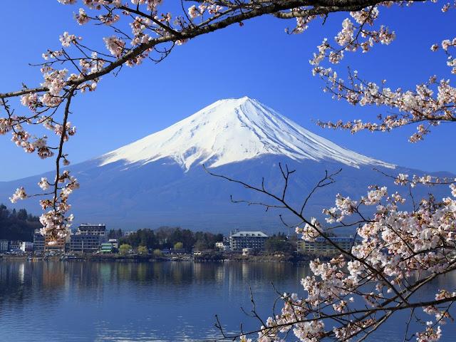 Monte Fuji innevato