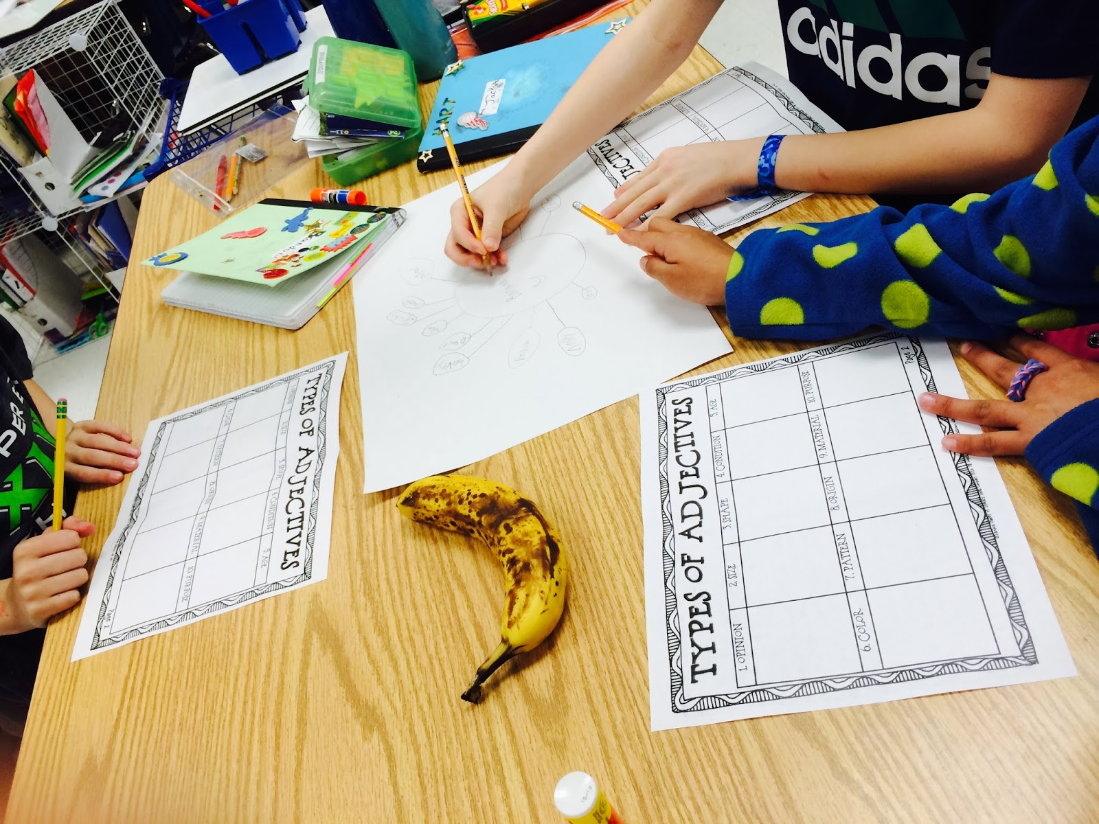 Ordering adjectives can be a difficult concept to teach and learn!  Blog post with ordering a