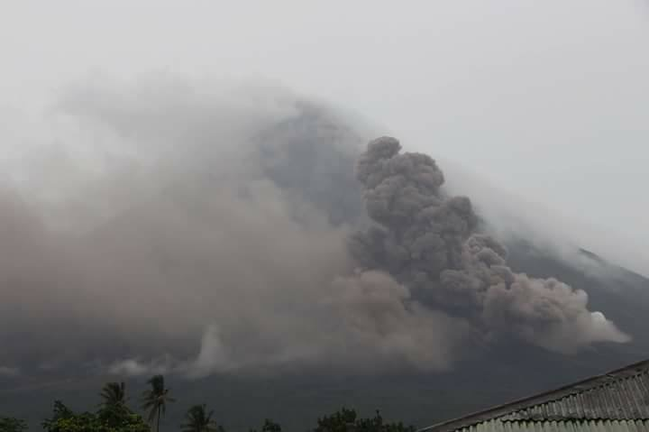 Mayon continues to spew lava.