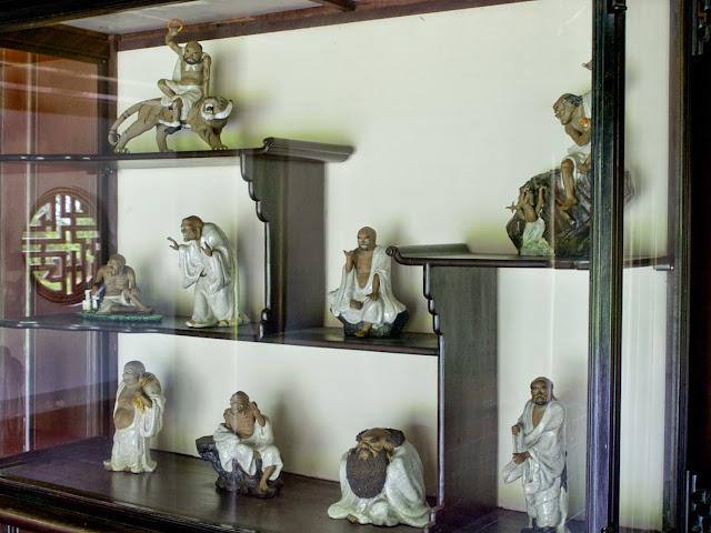Arhats en la Pagoda de Thien Mu, Hue