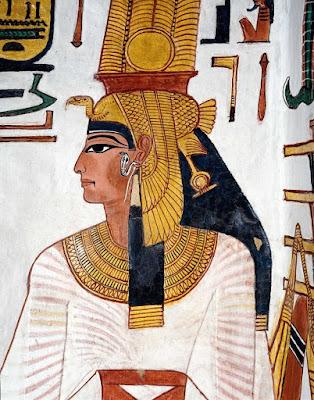 Arqueólogos encontram pernas mumificadas de Nefertari