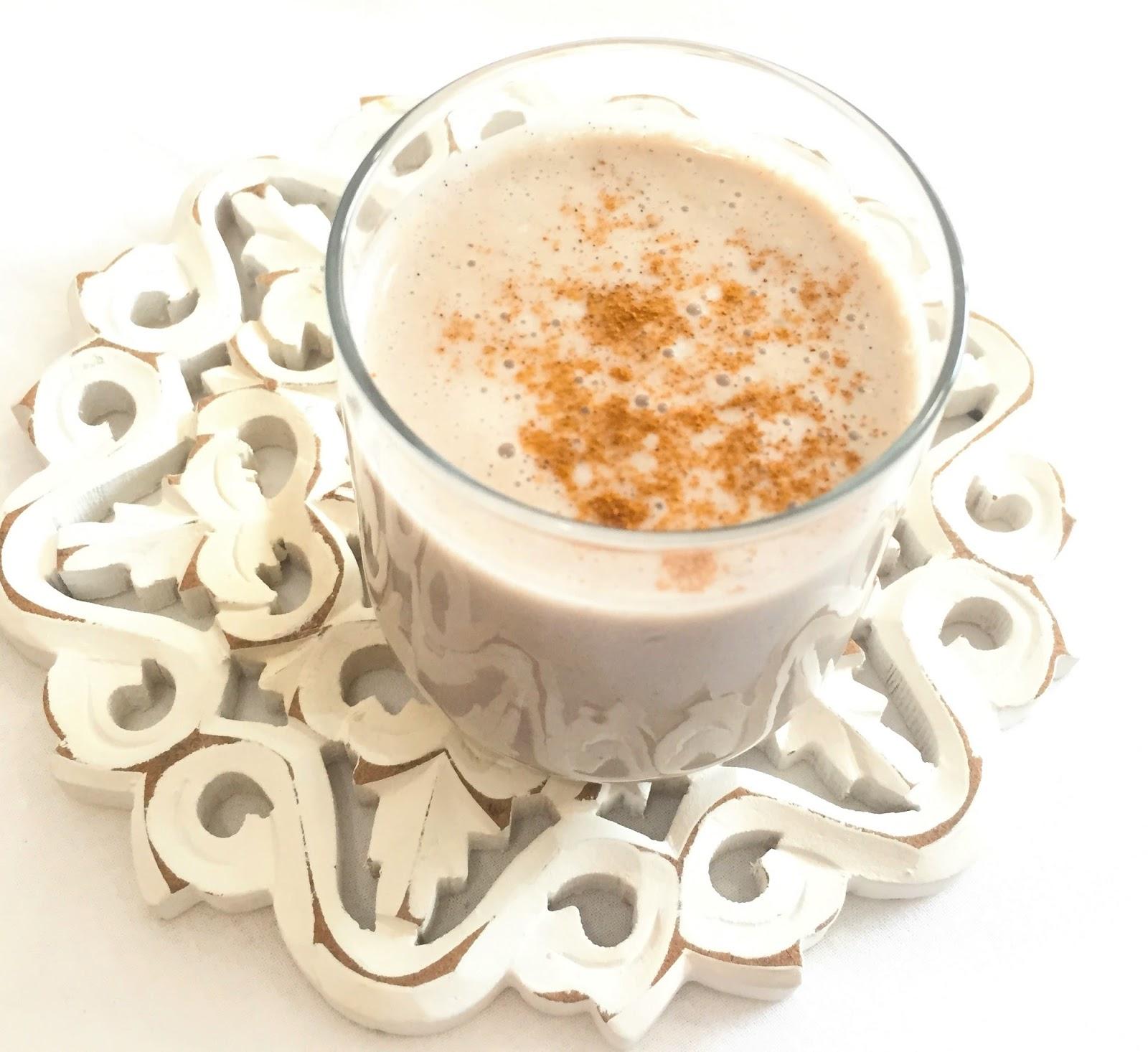 BANANA and CINNAMON SMOOTHIE -Banana Almond Milk Smoothie - Vegan Breakfasts - Vegan Breakfast Ideas