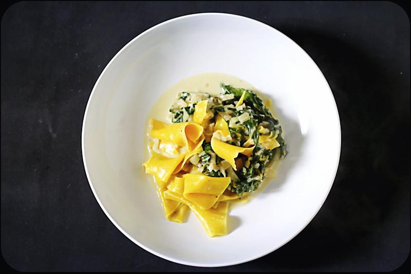 Es lebe die gepflegte Nachlässigkeit: Ein Rezept für Maltagliati  (auf deutsch: schlecht geschnitten) mit Mangold, Birne und Gorgonzola. | Arthurs Tochter kocht. von Astrid Paul