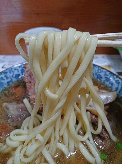 お肉屋そばの麺の写真