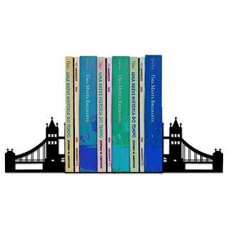 Aparador de Livro - Ponte de Londres com os livros