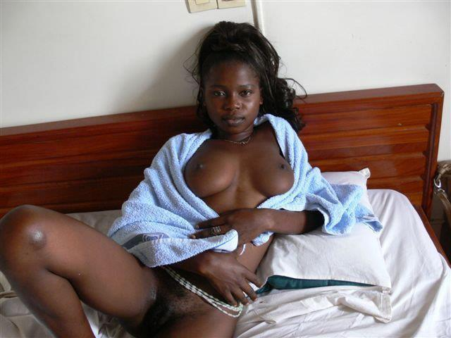 Nigerian Guy Post These Nude Pictures Of Girl Friend -2351