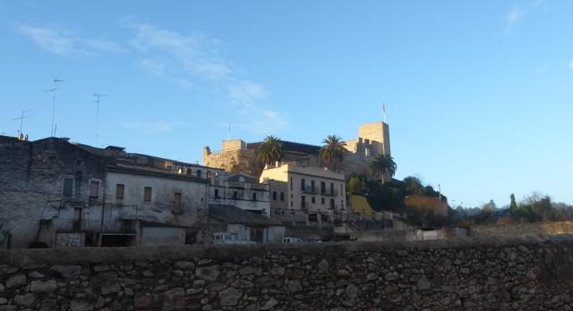 Castell del Catllar vist des de l'àrea d'autocaravana