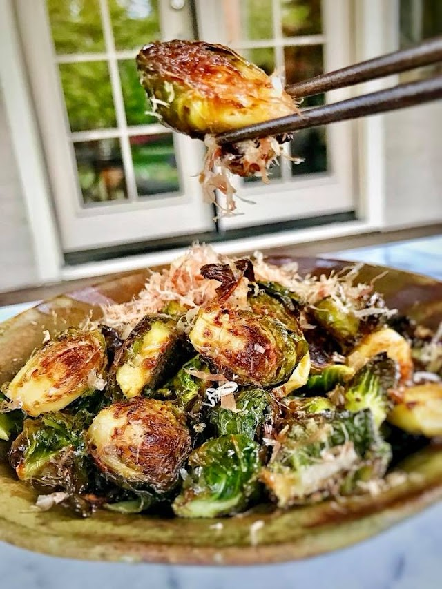 Fried Brussels Sprouts with Dried Bonito Flakes (Bắp Cải Brucxen Chiên Giòn)
