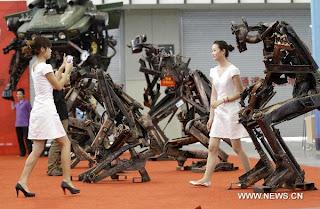 transformes hechos de partes de coches reciclados
