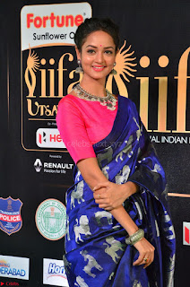 Shanvi Looks Super Cute in Pink Backless Choli Blue Saree at IIFA Utsavam Awards 2017 26.JPG