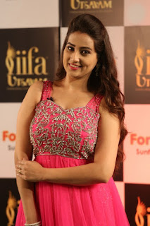 Anchor Manjusha New Stills (9).jpg