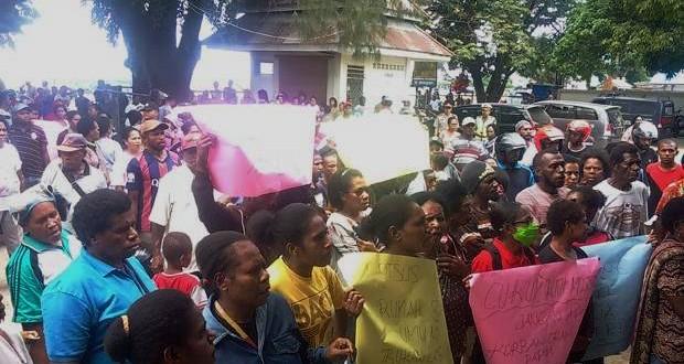 Warga Demonstrasi Ricuh di RSUD Sorong
