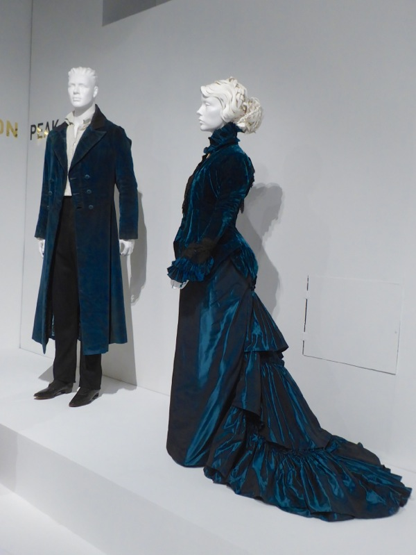 Thomas Lucille Sharpe costumes Crimson Peak