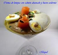 Crema de lentejas con salmón ahumado y huevos de codorniz