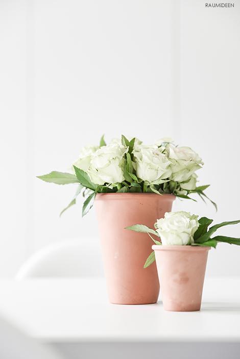 Blumendeko in Terrakottatöpfen - Dekotipp!