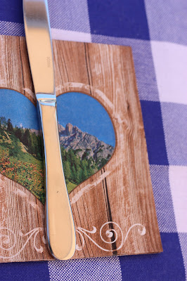 Bayerische Deko - Bunte Wiesenblumen-Hochzeit im August, Riessersee Hotel Garmisch-Partenkirchen, Bayern, Hochzeitslocation, Wedding in Bavaria, wild flowers wedding scheme