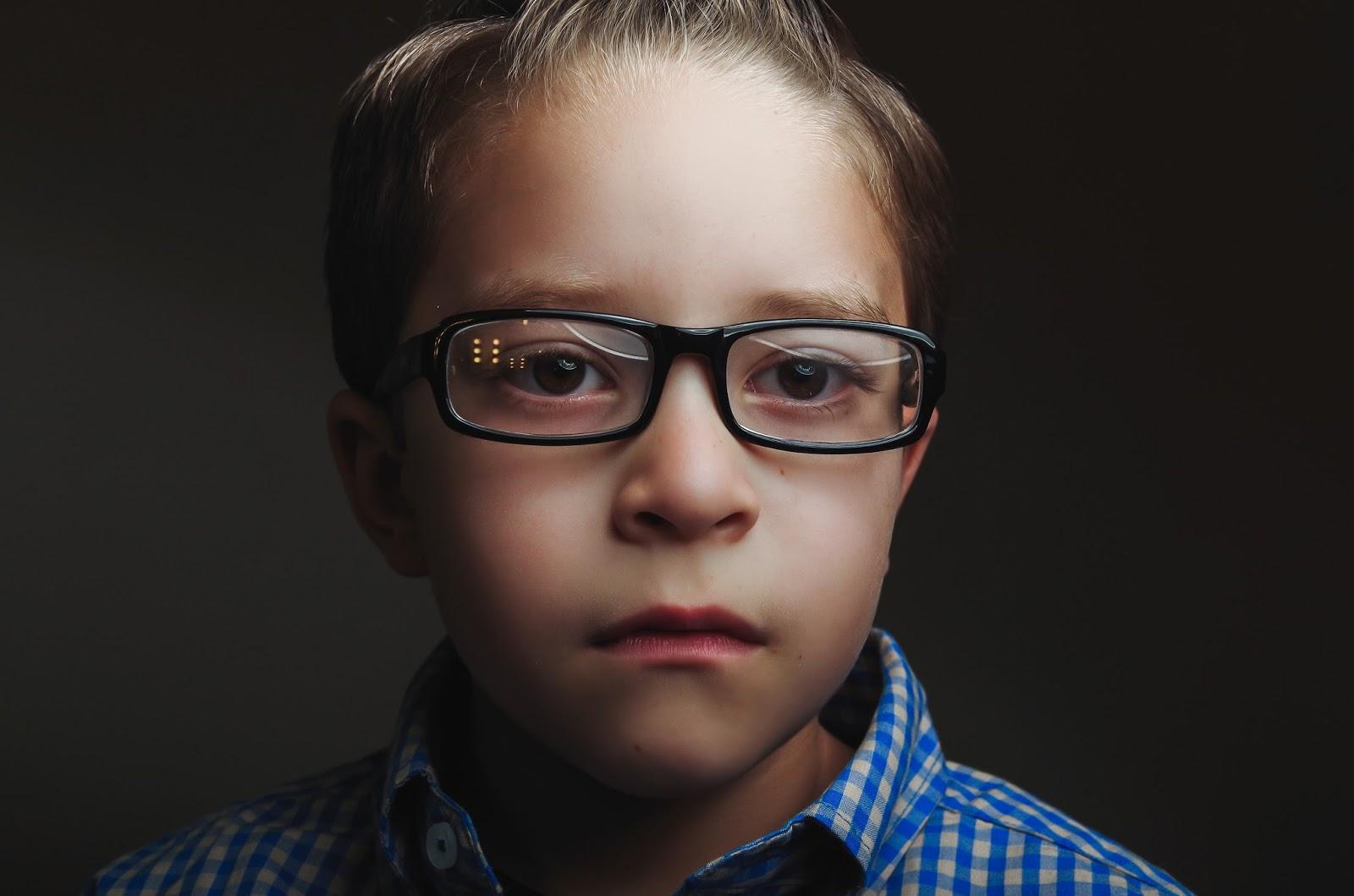 Gözlüklü Bayanlara Makyaj Önerileri