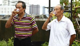 Menjijikkan, Kakek Ini Minum Urinnya Sendiri Selama 23 Tahun