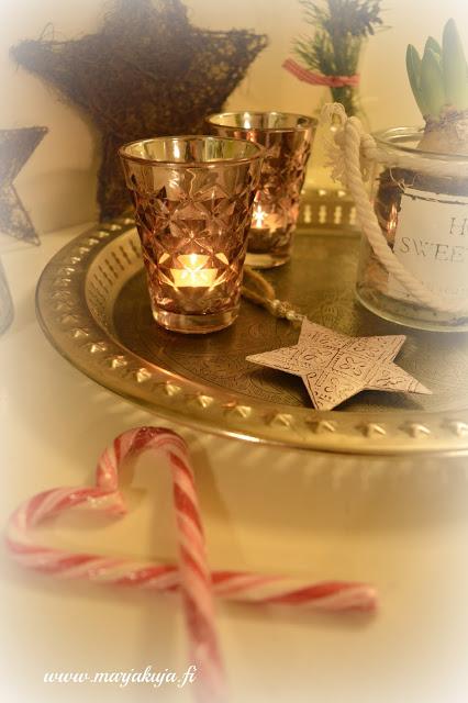 joulun kynttila asetelma karkkikepit