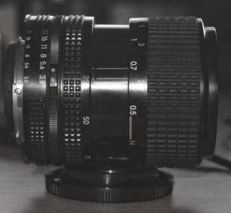 Lensa Nikon 35-70mm f/3.5-4.8 tengah
