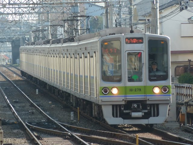 京王電鉄 快速 京王多摩センター行き3 都営10-000形270F