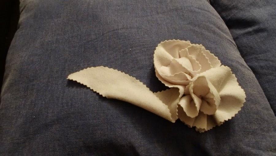 DIY cómo hacer flores con un plato y unas tijeras dentadas
