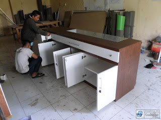 Meja Kasir Plus Etalase Untuk Roti