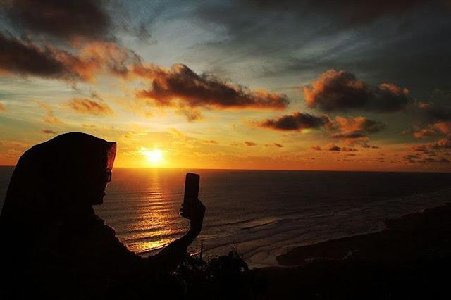 foto sunset di bukit parang endog