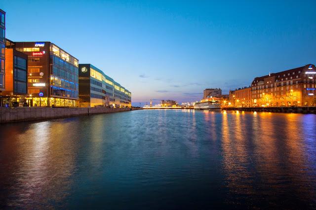 Malmo-Zona del porto di notte