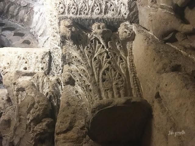 Capiteles románicos semiocultos